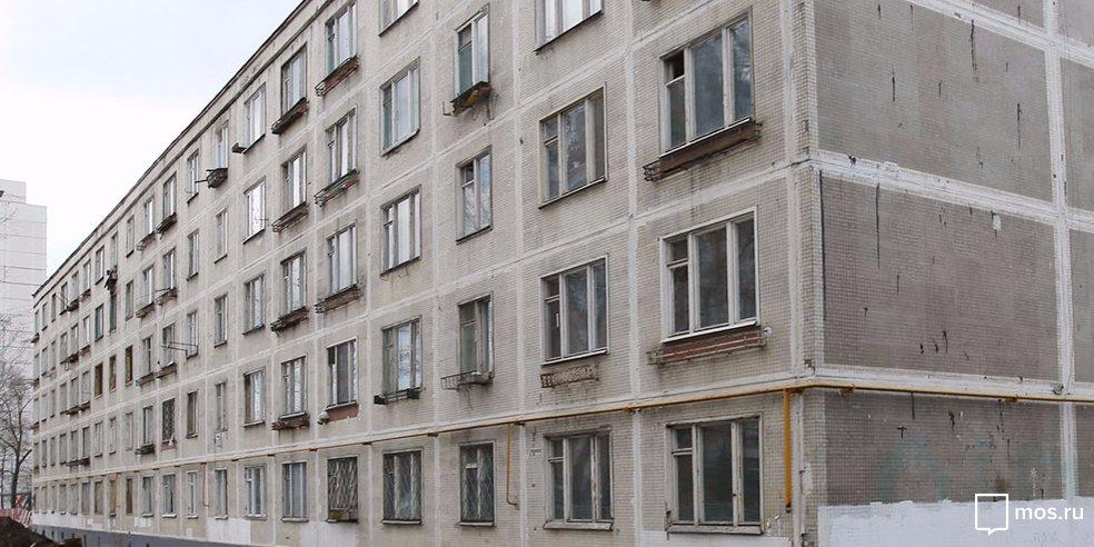 Жители дома на Стартовой возмущены постоянной грязью в подъезде
